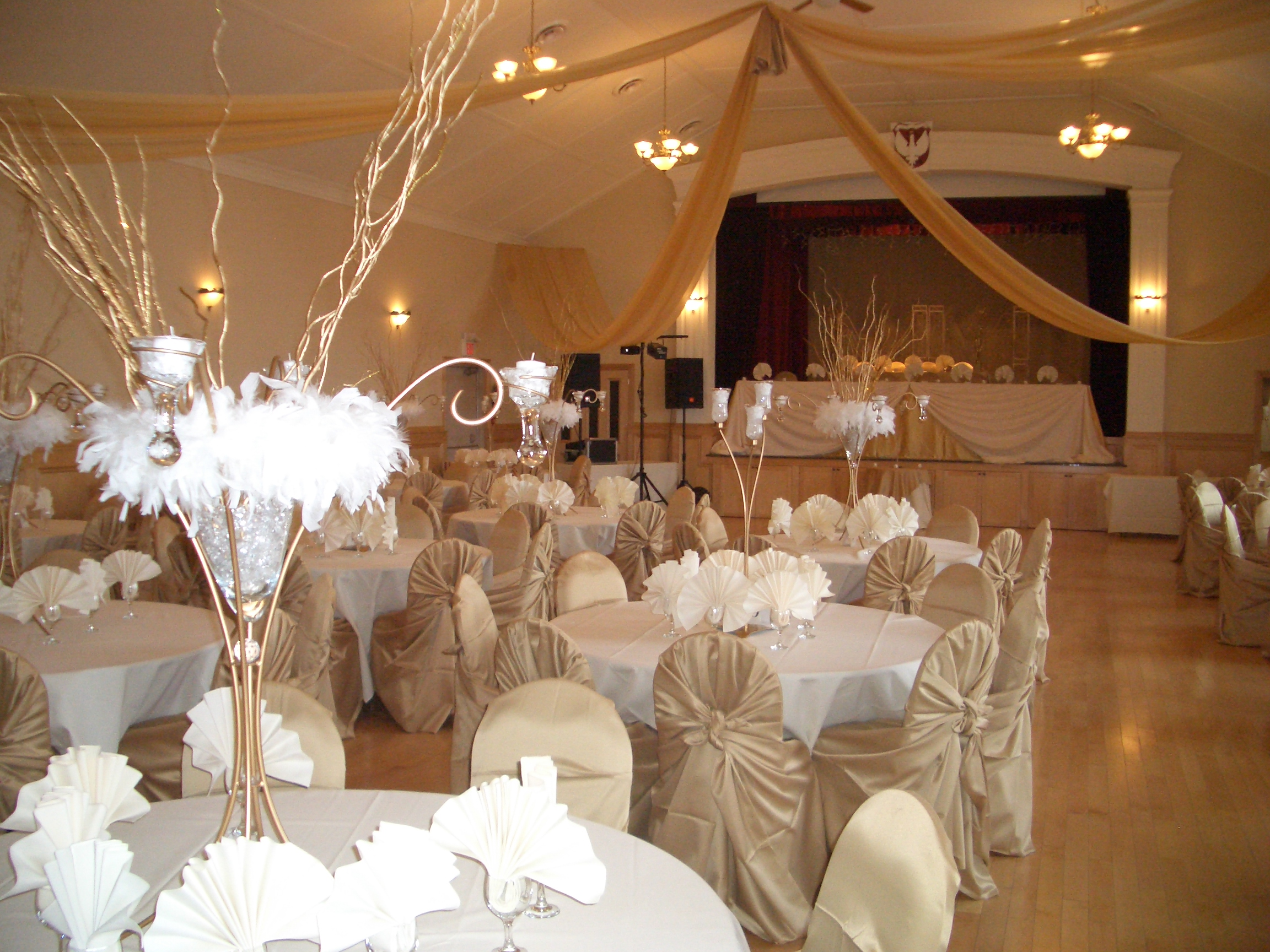 Rent A Wedding Reception Hall : Banquet hall decorated for a wedding reception g