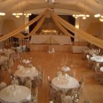 Banquet Hall urządzone na wesele - widok z galerii na piętrze